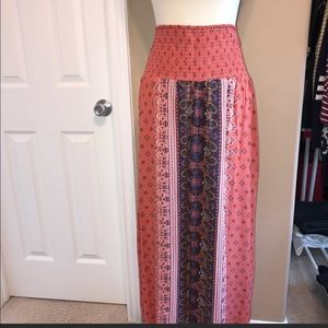 Split hem maxi skirt size large 💕
